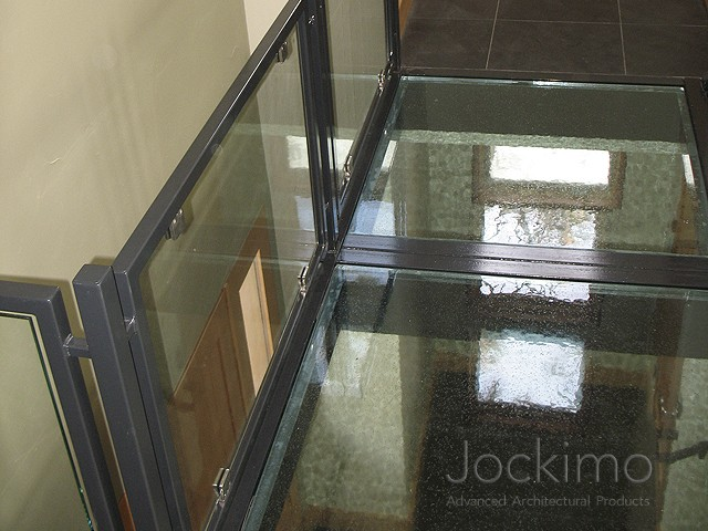 gilinfar glassflooring above